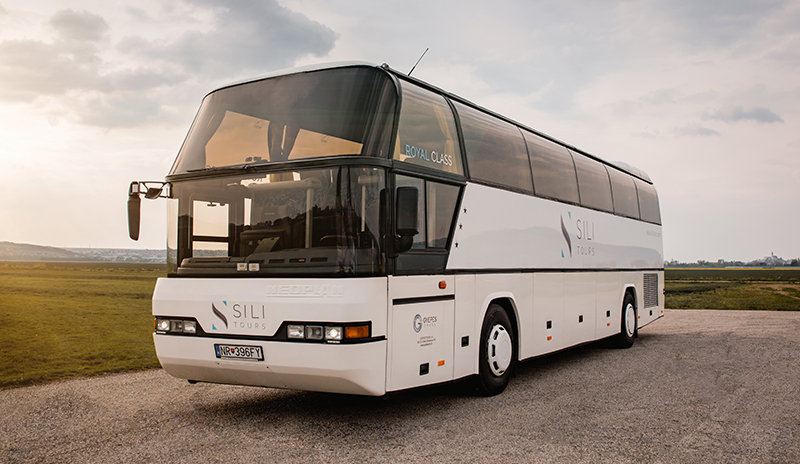 https://gyepestrans.sk/wp-content/uploads/2017/12/Gyepes-Trans-Neoplan-biely-City-Liner2.jpg
